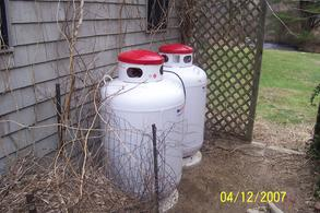 100 gallon propane tank hook up I have two 100 gallon tanks from suburban propane but end up using so little, that i am charged approx $530 per gallon i am reasonably sure that i could use two 40lb tanks and do the legwork myself.